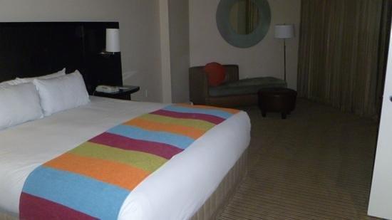 Hilton Orlando Buena Vista Palace Disney Springs: Bedroom in Islander suite