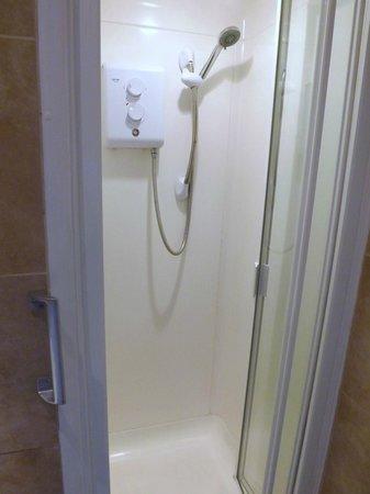 Avis Hotel: shower cubicle