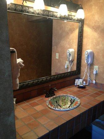 Best Western Plus Inn of Santa Fe: Bathroom Sink