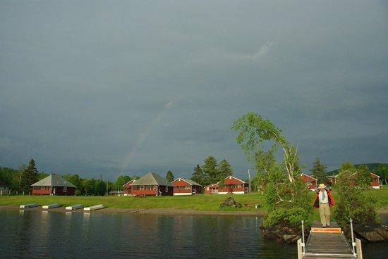 Jackson's Lodge: Blick auf die Lodge vom See aus