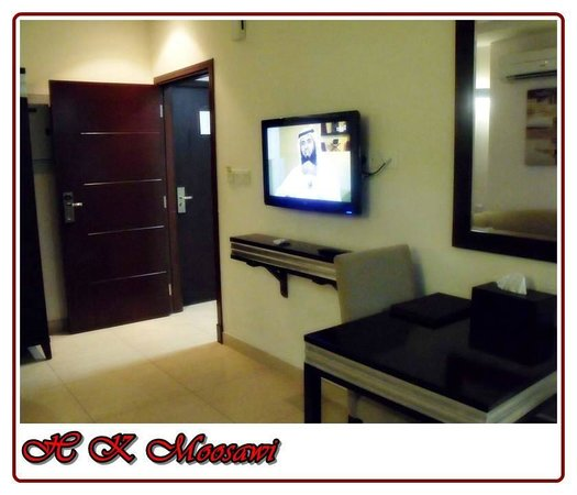 Muscat Dunes Hotel: Family Hall TV