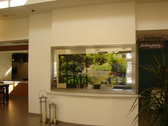 Hilton Garden Inn Nanuet: entry focal wall