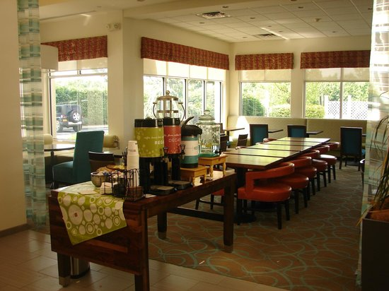 Hilton Garden Inn Nanuet: complimentary 24hour coffee station and restaurant