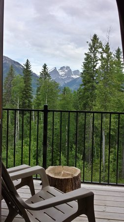 Blackstone Lodge: Three Sisters Mountains