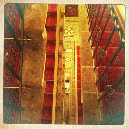 Helvetia Deluxe Hotel: Escaliers (il y a aussi un ascenseur!)