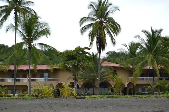 Hotel Delfin Beachfront Resort: Hotel from the beach