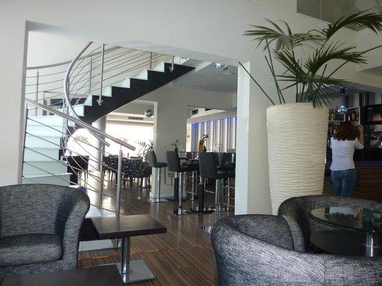 Livadhiotis City Hotel : modern hotel design