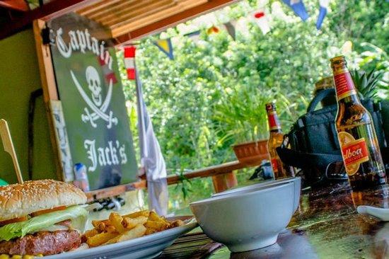 Captain Jack's Canopy Bar and Restaurant: Coldest Beer in Portobelo