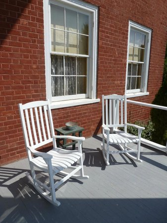 Hidden Valley Bed and Breakfast: Rocking chairs on front porch, Hidden Valley B&B