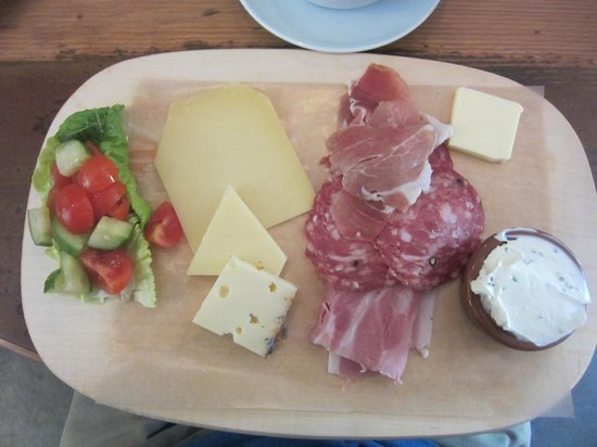 KRONE, kitchen & coffee: Meat and cheese platter