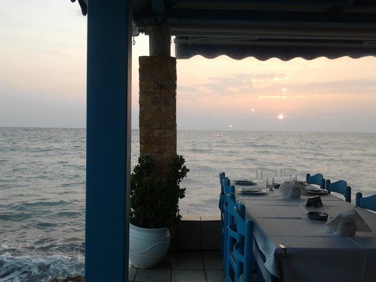 Skala Fourkas, Hellas: Thalassa restaurant, Fourka, Greece