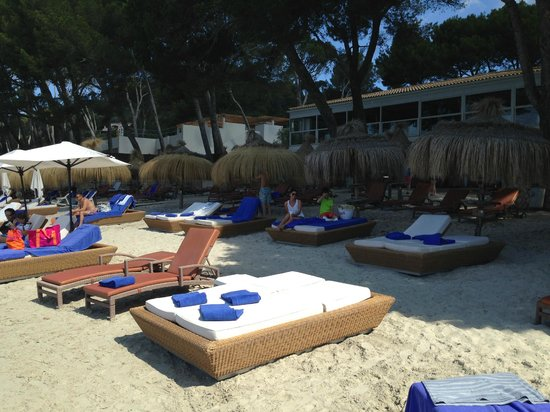 Formentor, a Royal Hideaway Hotel: Beach - take the bigger loungers