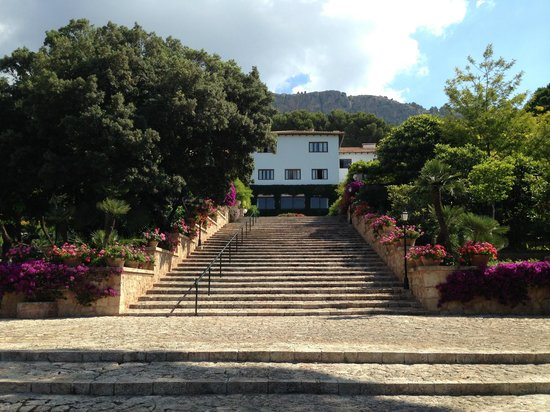 Formentor, a Royal Hideaway Hotel: Stairway from the beach to the hotel