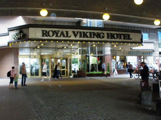 Radisson Blu Royal Viking Hotel, Stockholm: The lower entrance at the station