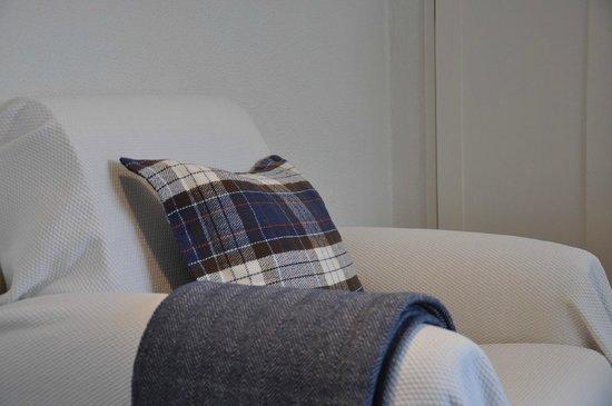 Mil Reis : standard room - sofa
