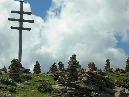 Val Sarentino: La grande croce e gli ometti di pietra