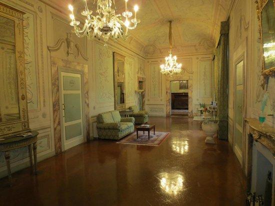 Palazzo Magnani Feroni: Outside the room