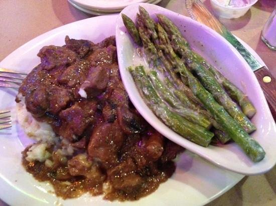 Lytle Land and Cattle Company: Sirloin Tips (lunch menu)
