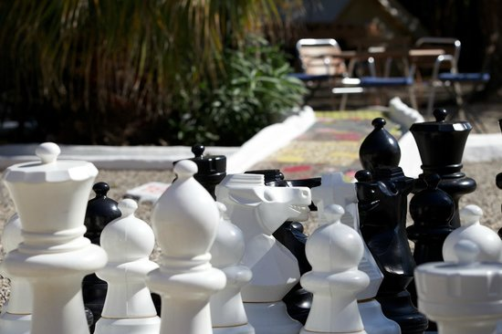 Hidden Bar: Giant chess and stylish crazy golf