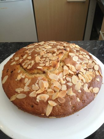 Cafe in the Green: Sultana, Cherry & Almond Cake