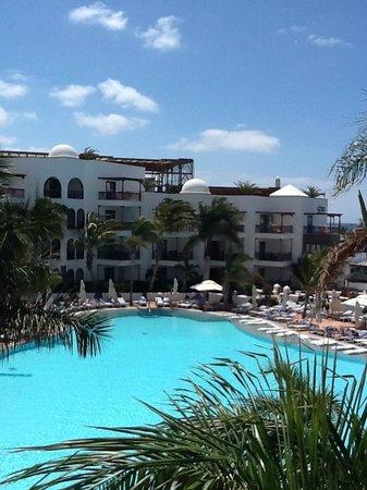 Princesa Yaiza Suite Hotel Resort: Piscinas y jardines