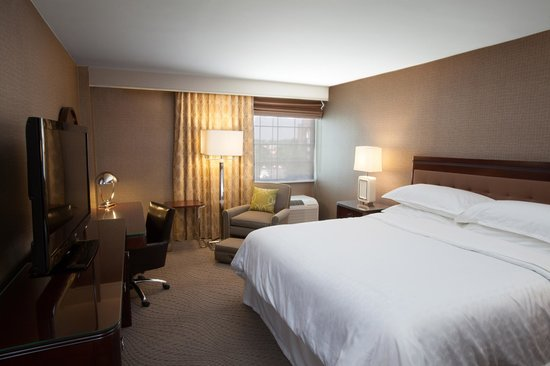 Sheraton Pittsburgh Airport Hotel : Guest Room