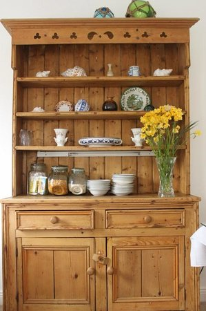 St Anthony's Riverside Bed and Breakfast: Our dresser for breakfast buffet