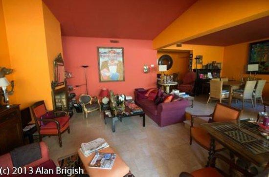 L'Ombre du Palais : The Living Room
