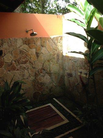 Rio Celeste Hideaway Hotel : Ducha