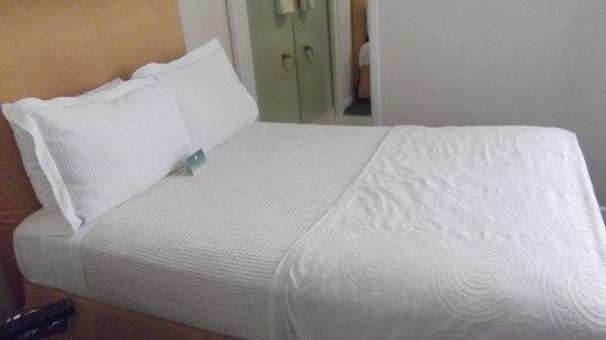 Hotel Stratford : Cama matrimonial