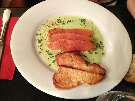 LE MORGANE : Entrée : saumon mariné aux herbes.