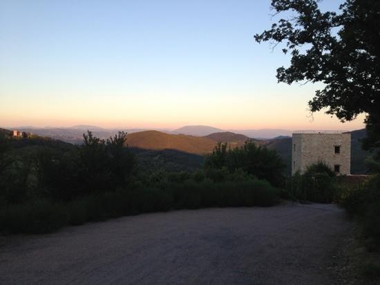 Tenuta di Murlo: The driveway down to the Torre with that stunning vista