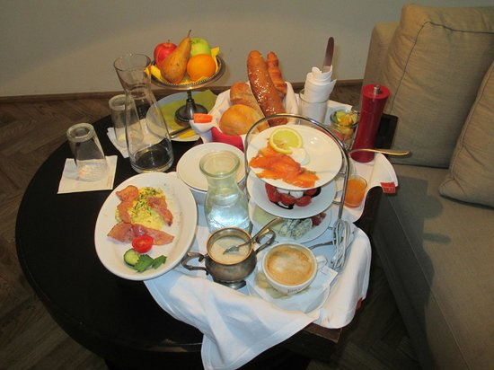 Hotel Hollmann-Beletage: Breakfast delivered to the room (included in price!)