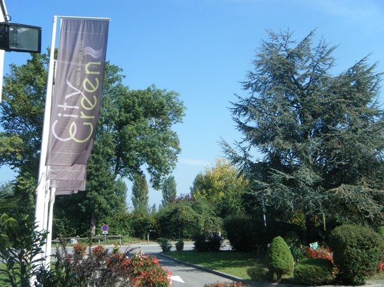 Geneve-Plage: City Green Sports & Spa Center 20 min away from downtown.