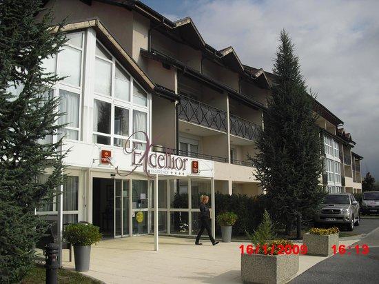Geneve-Plage: Hotel half block away (Equiped apartmentes - no restaurant)