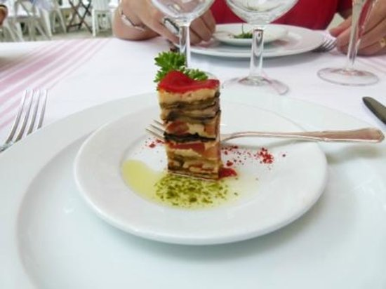 Hôtel-Restaurant Arraya : Appetizer with complex flavours
