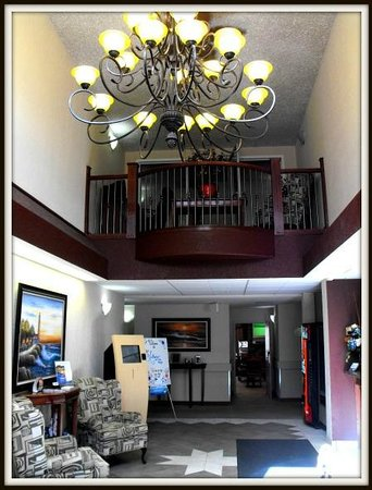 Lakeview Inn & Suites - Chetwynd: Front Desk