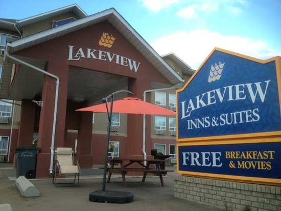 Lakeview Inn & Suites - Chetwynd: Front