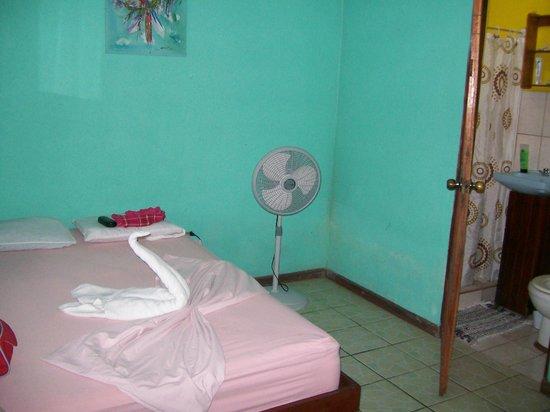 Cabinas El Icaco Tortuguero: Our room