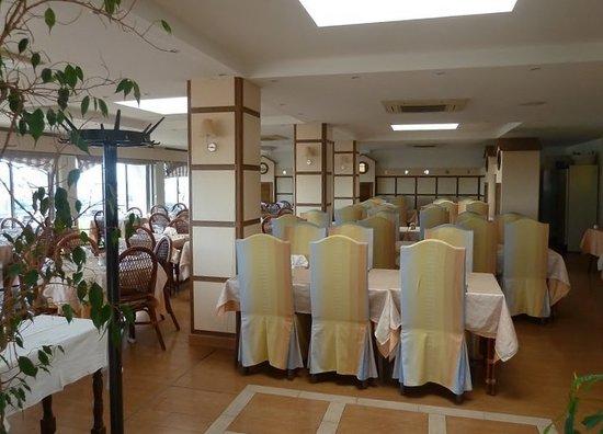 Hotel La Conga : Salle de restaurant de l hotel( la table de Jean)