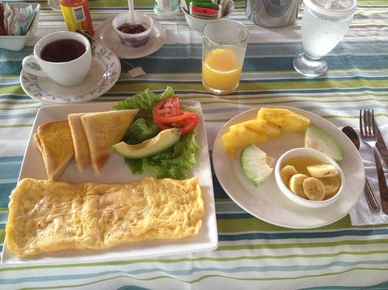 Siloe Lodge: Eggs to order, fruit was awesome (of course)