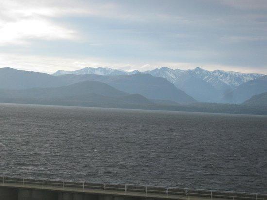 Hosteria Nogare: El lago y sus montañas
