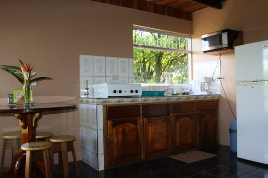 Cabanas Valle Campanas: kitchen in El tucan