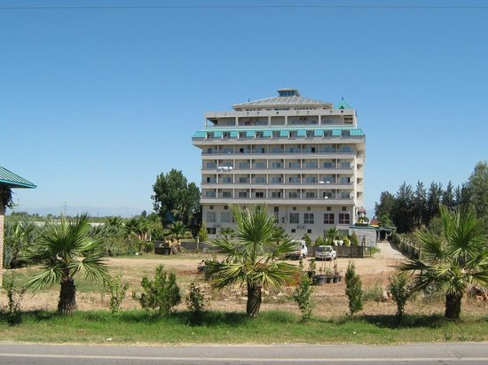 Belkon Club Hotel: Hotel from the main road