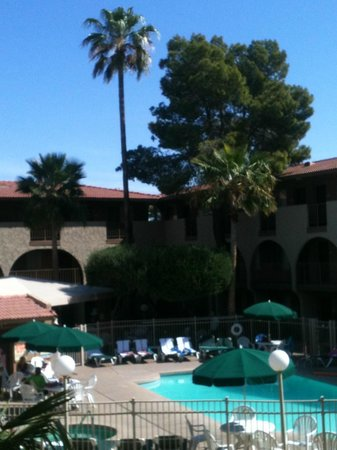 Hospitality Suite Resort: Courtyard Pool Area