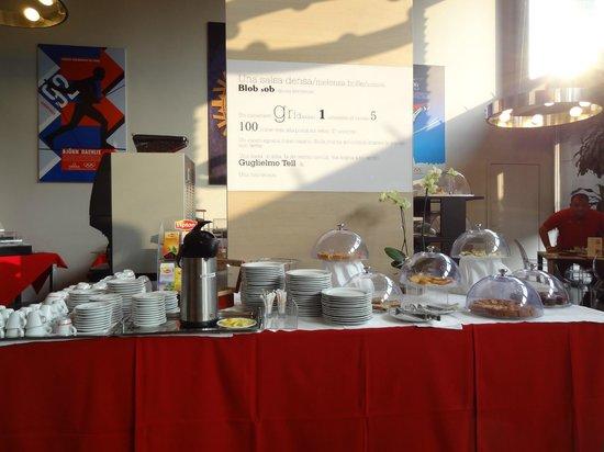 Art Hotel Olympic : torte e tazze - molto grazioso