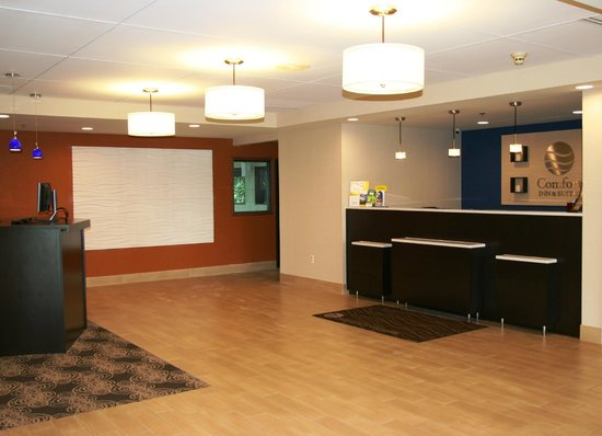 Comfort Inn & Suites Cookeville: Hotel Lobby, Registration Desk and Business Center