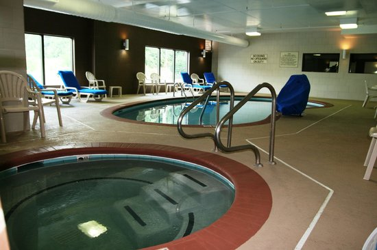 Comfort Inn & Suites Cookeville: Indoor Swimming Pool and Whirlpool