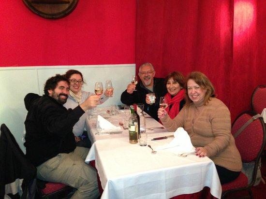 La cave a Champagne: Com meus amigos argentinos de El Calafate!