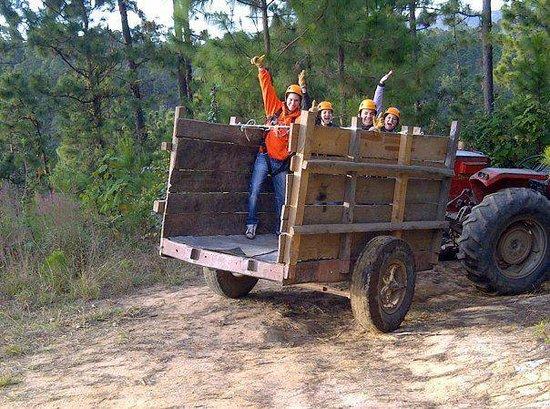 Jalapa, Guatemala: Paseos al bosque en tractor